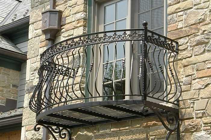 Кованые балконы: 110 фото и видео лучших проектов и варианты дизайна кованных перил