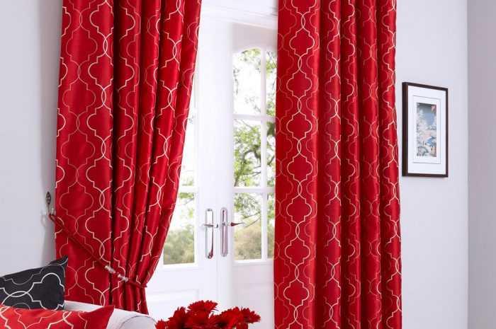 Красные шторы — 165 фото и видео описание как выбрать и использовать в интерьере красный цвет грамотно