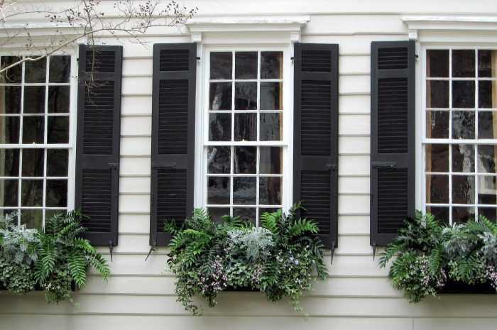 Ставни на окна: предназначение и разновидности ставней на окна. Особенности материала изготовления. Размеры ставней для разных окон (фото + видео)